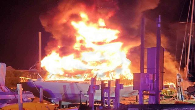 2 boats burn in Key Largo marina fire
