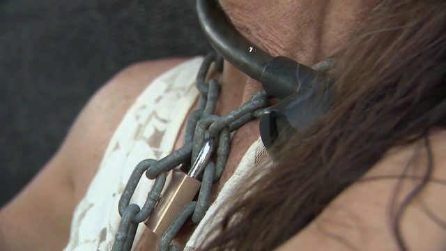 Woman chains herself to fence in Fort Lauderdale