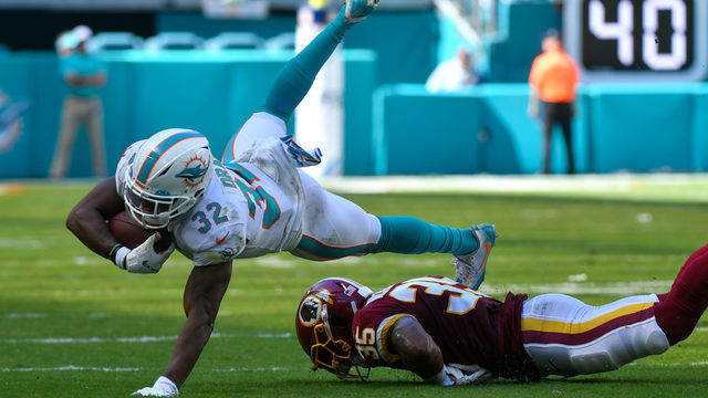 Late comeback falls just short as Dolphins fall to 0-5
