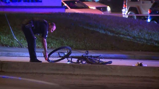 Bicyclist struck by school bus in Delray Beach