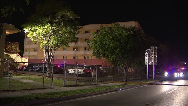 2 people shot at apartment complex in southwest Miami-Dade