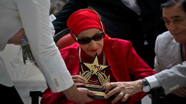 Alicia Alonso, grande dame of Cuban ballet, dead at 98