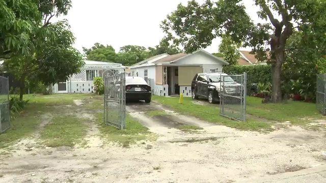 Man shot, killed in front yard of northwest Miami-Dade duplex
