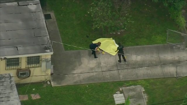 Man shot, killed in front yard of northwest Miami-Dade duplex