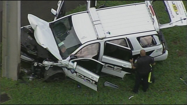 Pembroke Pines police cruiser slams into light pole after crash; officer injured