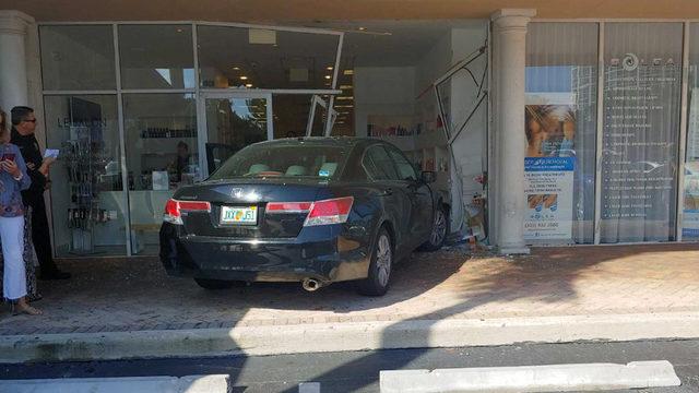 Car crashes into Sunny Isles Beach hair salon