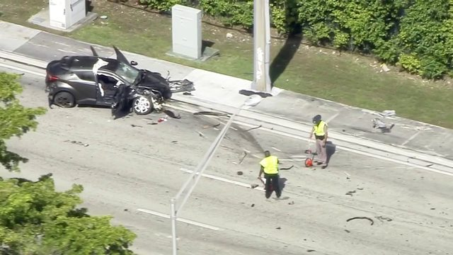 Driver killed in crash that shuts down stretch of Kendall Drive