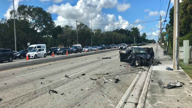 Fatal crash closes westbound lanes of Kendall Drive near SW 142nd Ave.