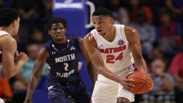 Blackshear gets double-double in No. 6 Florida debut