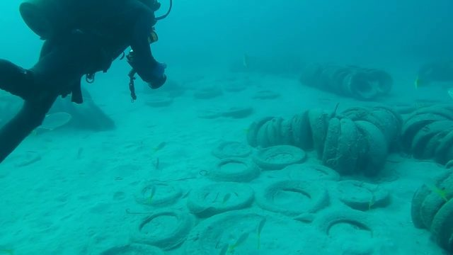 Artificial reef made out of tires causing big mess off Fort Lauderdale coast
